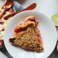 Peach Blackberry Crumble Pie